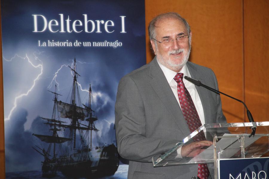 D. Antonio Miguel Navarro presentando la exposición