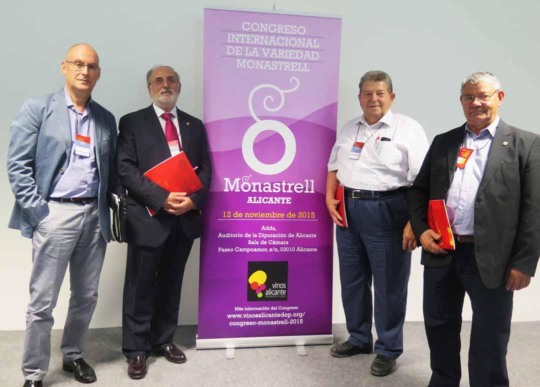 From left to right: Luis Leza (MAGRAMA), Antonio Miguel Navarro (Chairman PDO Vinos Alicante); Pedro Lencina, (Chairman DO Jumilla); y Pascual Molina (DO Yecla)