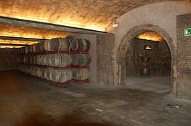 wine-cellar-242046__180